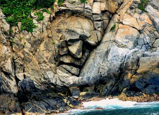 cara en la piedra huatulco
